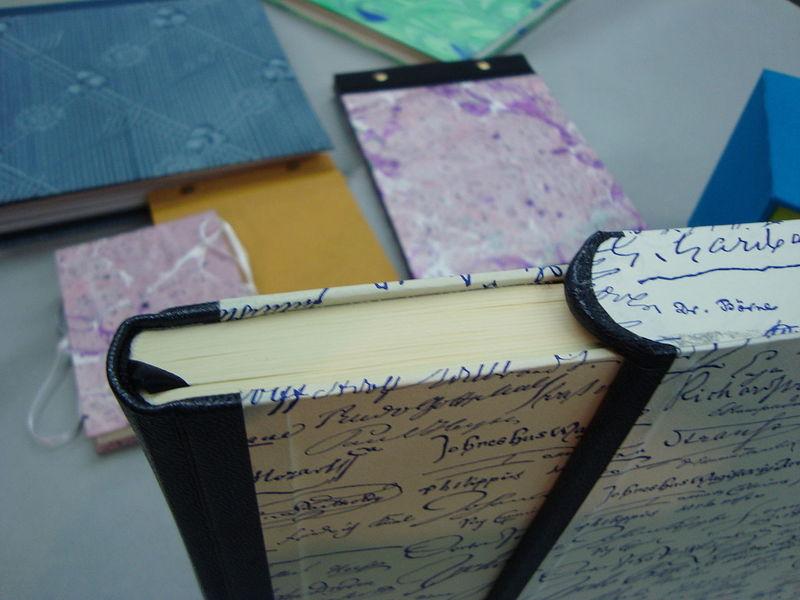 Buch mit Schuber